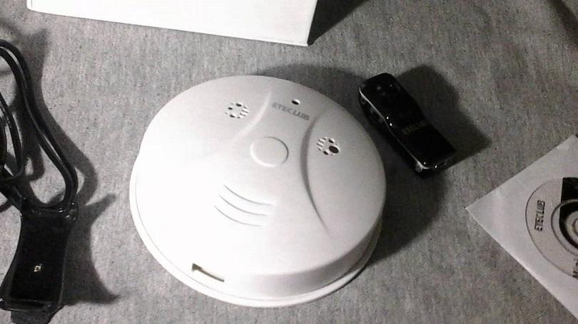 Камера Hidden Camera Mini HD DVR Motion Detection Video Smoke Detector имеет пульт дистанционного управления