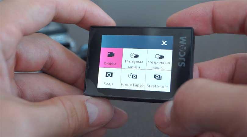 """После включения камеры SJCAM SJ6 Legend пользователю предлагается войти в режим """"Интервал записи"""", благодаря которому можно записывать таймлапсы. Кроме того здесь есть режимы для записи обычного видео, медленного видео (slow mo), режимы фотокамеры."""