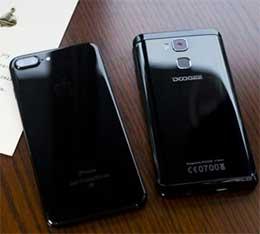 На правой стороне смартфона Doogee Y6 имеются кнопки регулировки громкости и питания. Экран защищен двумя пленками, которые можно снять перед применением.