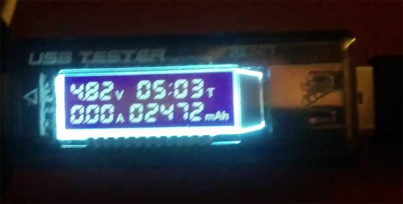 Емкость аккумулятора, как говорилось выше, составляет 3000 миллиампер (по крайней мере так написано на самом устройстве). Если же произвести тест, то реальный объем аккумулятора - 2472 миллампер часов.