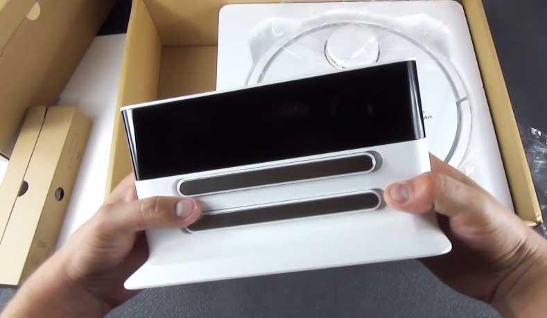 В коробке с Xiaomi Mi Home Smart Robot находится вторая маленькая коробка в которой лежит дополнительная станция для подзарядки.