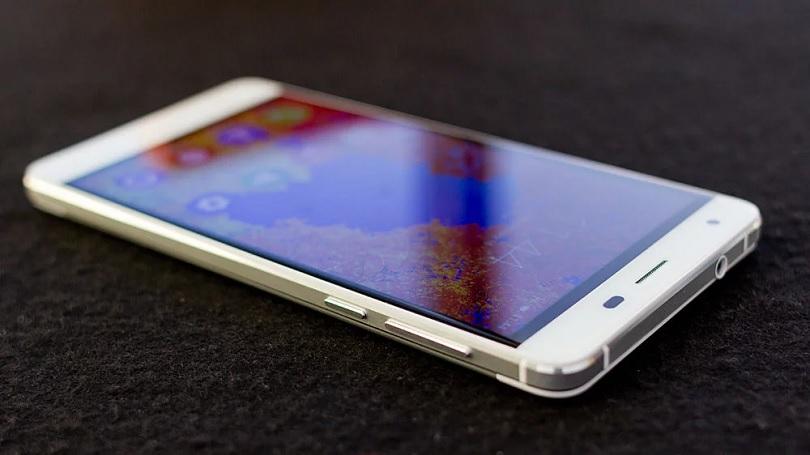 Мобильный телефон Oukitel K6000 обладает интересными функциями