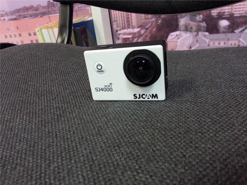 Экшн-камера SJCAM SJ400 Wi-Fi имеет чуткий микрофон и емкий аккумулятор