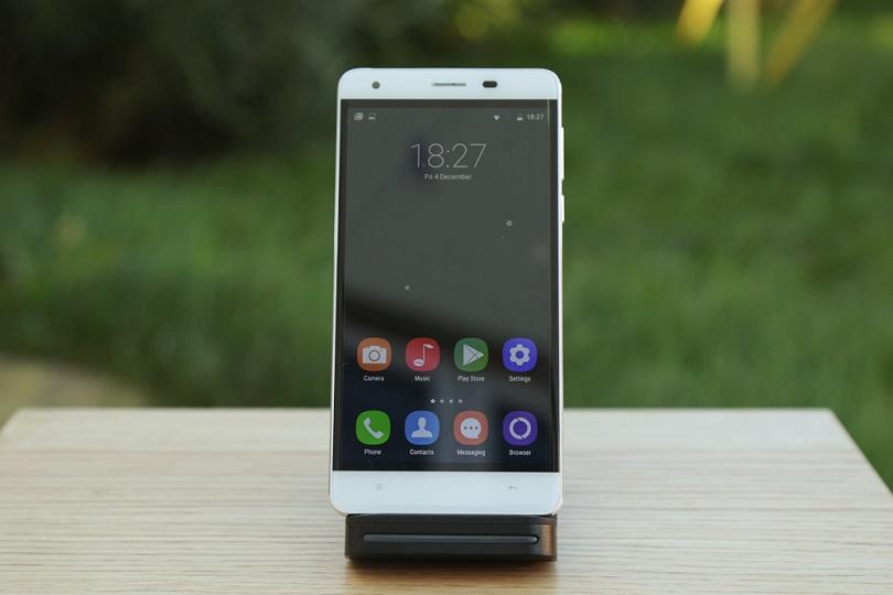 Мобильный телефон Oukitel K6000 отличается долгим сроком службы