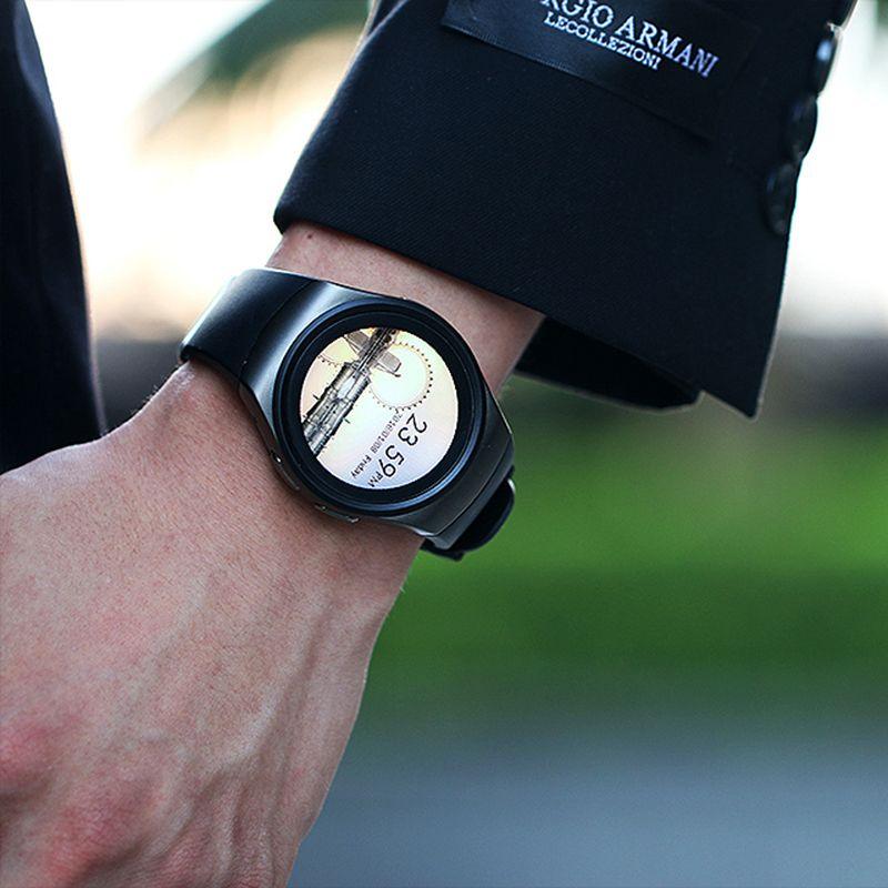 """Часы KW18 могут воспроизводить и музыкальные композиции в формате MP3. Для этого нужно загрузить музыку на карту памяти и указать путь до специальной папки часов под названием """"музыка""""."""