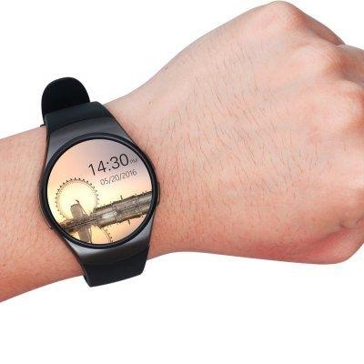 Если перевернуть часы kw 18 низом к верху, то сразу же можно заметить круглый датчик, который делает замер пульса. Делает ли он это правильно и при этом не врет, это мы обсудим ниже.