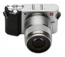 Камера Xiaomi YI M1 отличается небольшими габаритами