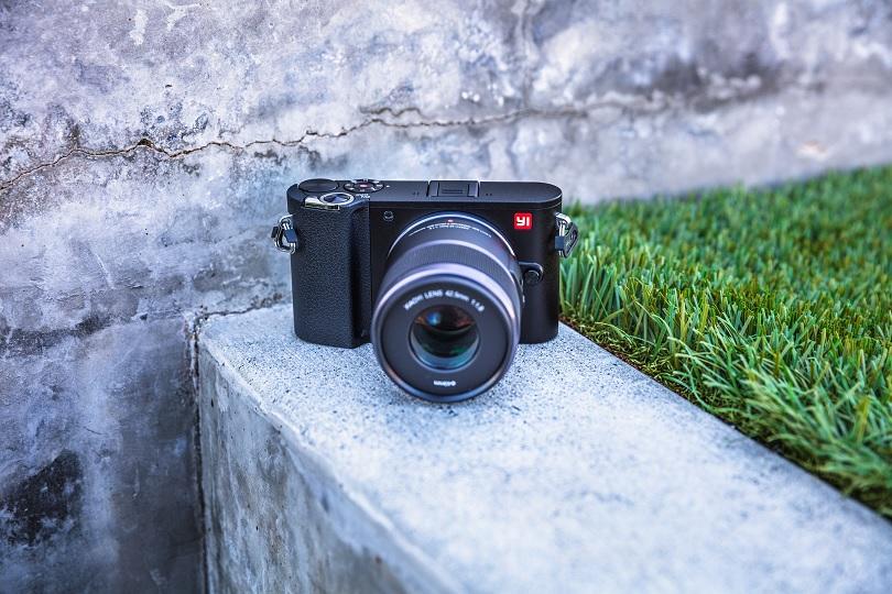 Камера Xiaomi YI M1 очень легко управляется