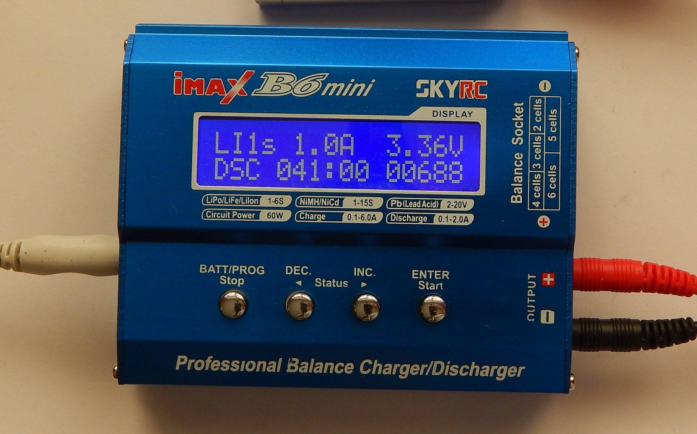 Одним из преимуществ зарядного устройства Skyrc imax b6 является возможность листать меню при помощи кнопок на передней панели. У этого устройства, кстати, очень много различных настроек, которые пользователь может менять по своему желанию для удобного эксплуатирования прибора.