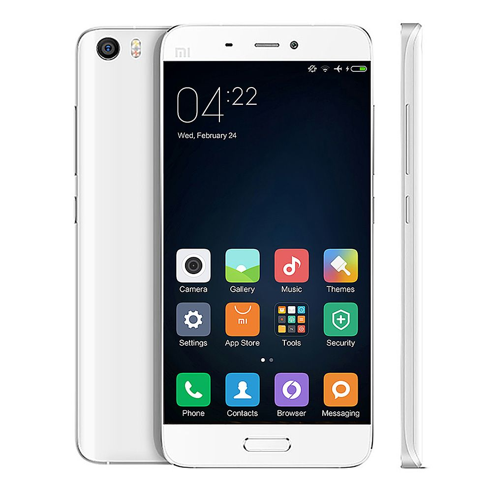 Смартфон Xiaomi Mi5 тонкий, легкий и не широкий. Его удобно держать, несмотря на размер экрана в 5.15 дюймов.