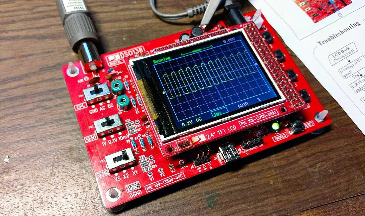 Осциллограф DSO138 обычно покупается для двух основных целей: контроля клипинга при настройке и тестировании усилителей звука. А также для визуализации звукового сигнала музыкальных композиций.