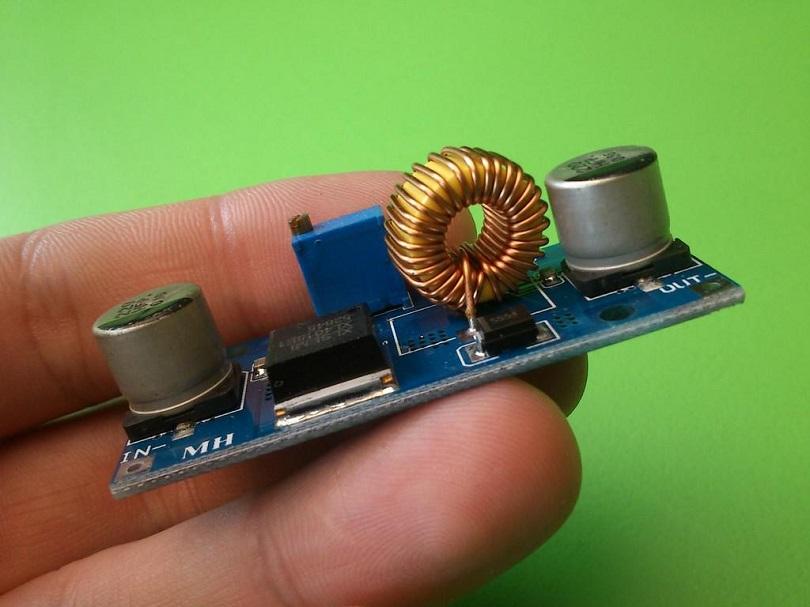 Преобразователь xl4015 отличается маленьким размером